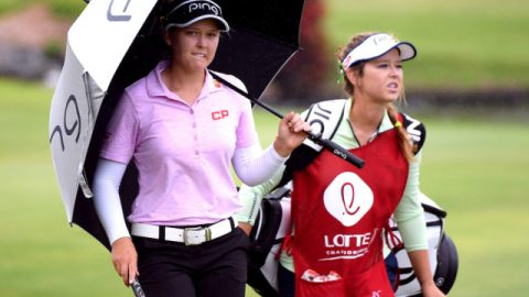 Brooke Henderson shoots lowest second-round score to take lead at LPGA event in Hawaii