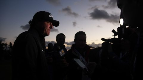 'I can see fine': Darkness, Casey keep Mickelson from Sunday finish
