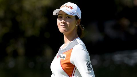 Choi closes with 3 straight birdies to take Kia Classic lead
