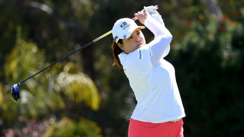 Park curls in birdie putt on 18 to take lead at Kia Classic