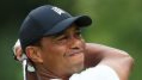 Woods suffers further setback