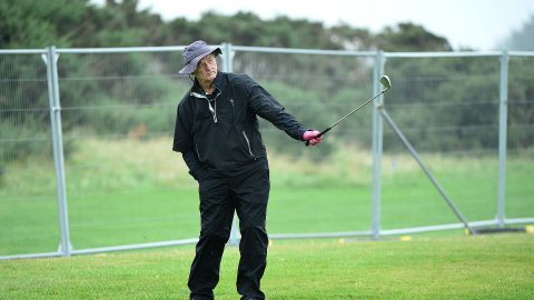 Bill Murray playing Dunhill Links with one arm after car accident