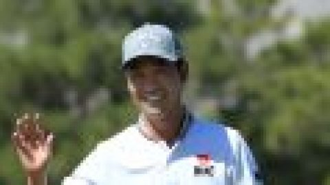 Na co-leads as Koepka crashes out