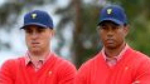 Woods picks himself for foursomes