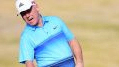 One-armed golfer makes hole-in-one!