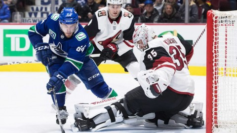 Struggling Canucks drop fourth straight, fall 4-2 to Coyotes
