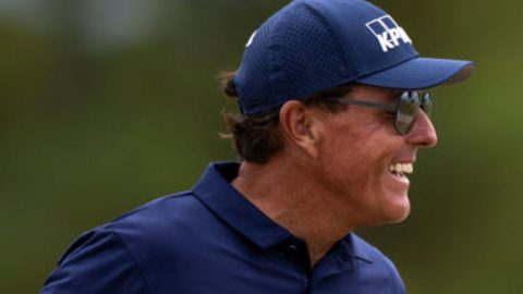Mickelson wins on PGA Tour Champions debut