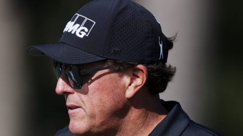 Mickelson breaks unwanted record